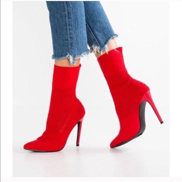 2e70eeb3341 Steve Madden Century Knit Red Ankle Boots 9. M 5b2094d9fe51518b5e70d6d5